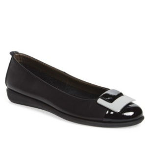 NWT The FLEXX Rise N Curry Leather Flats